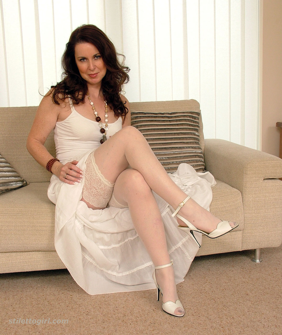 Mature in stockings and heels